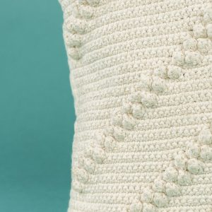 cojín de crochet bolas